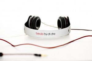 Whitesolobeatsbydreheadphones